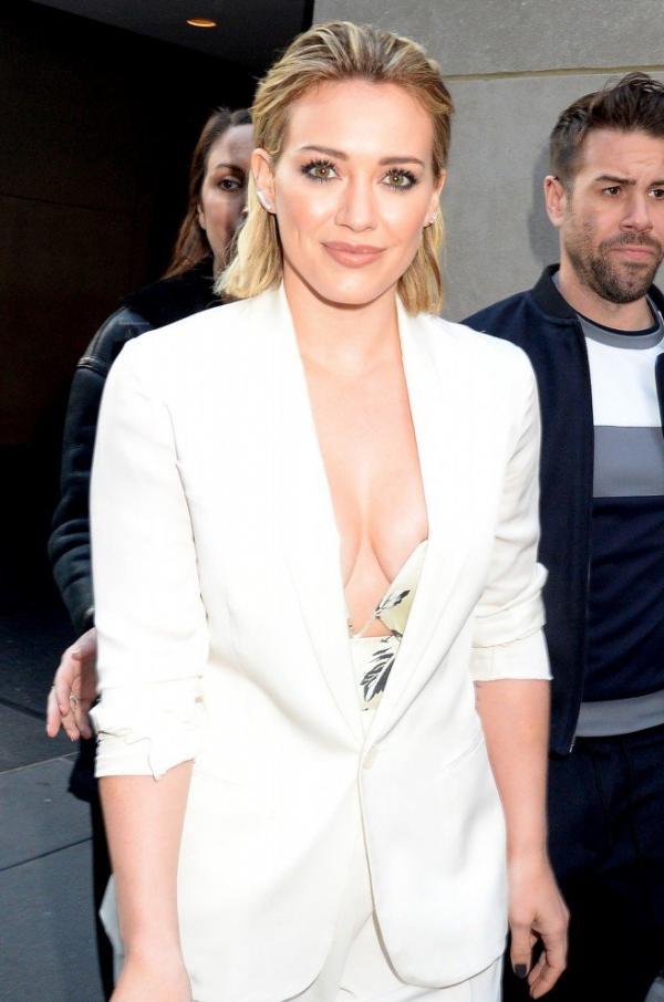 Hilary Duff Nipple Slip Photos 113