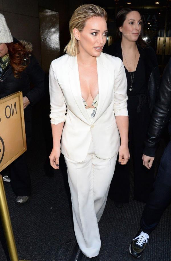 Hilary Duff Nipple Slip Photos 114