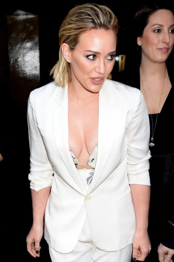 Hilary Duff Nipple Slip Photos 115