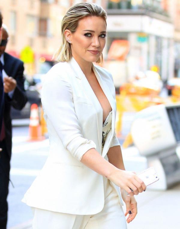 Hilary Duff Nipple Slip Photos 12