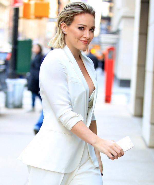 Hilary Duff Nipple Slip Photos 13