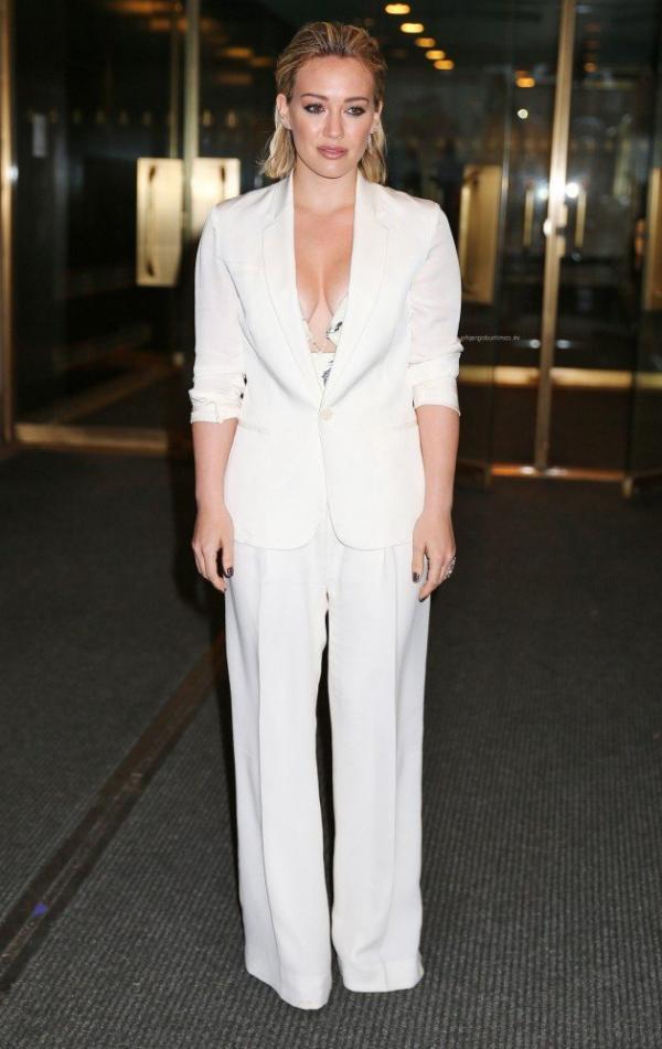 Hilary Duff Nipple Slip Photos 16