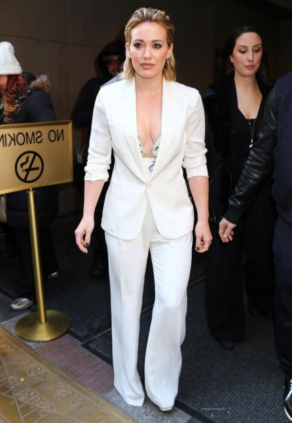 Hilary Duff Nipple Slip Photos 18
