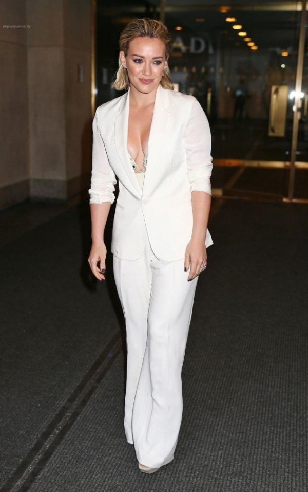 Hilary Duff Nipple Slip Photos 19