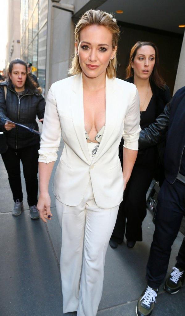 Hilary Duff Nipple Slip Photos 22