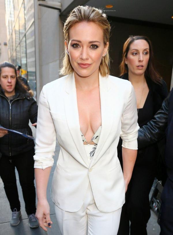 Hilary Duff Nipple Slip Photos 23