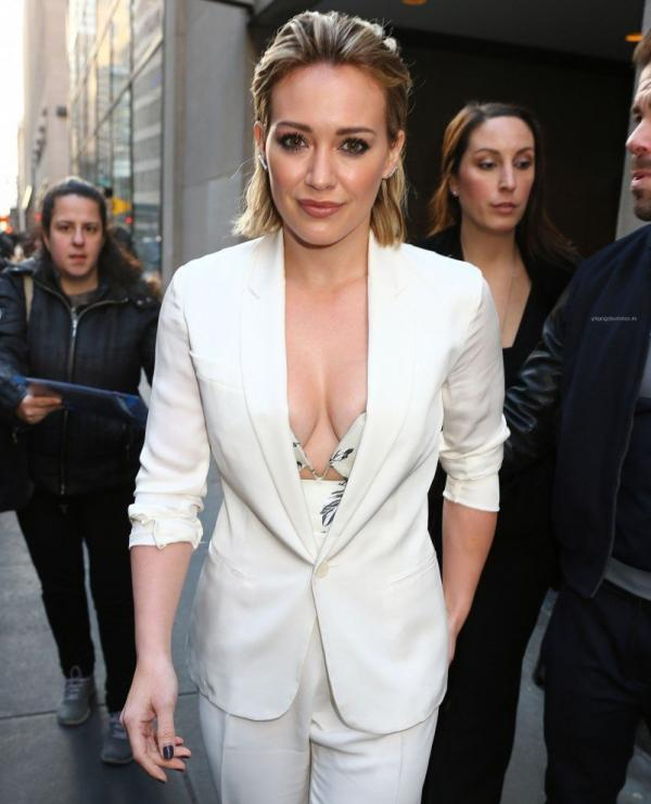 Hilary Duff Nipple Slip Photos 26