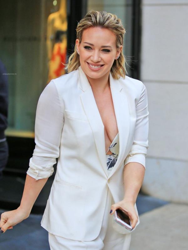 Hilary Duff Nipple Slip Photos 27