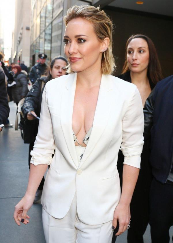 Hilary Duff Nipple Slip Photos 28