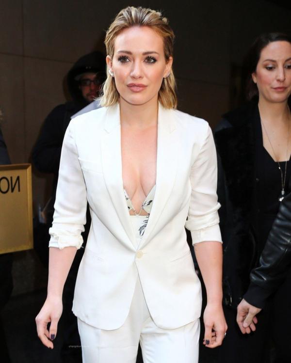 Hilary Duff Nipple Slip Photos 29