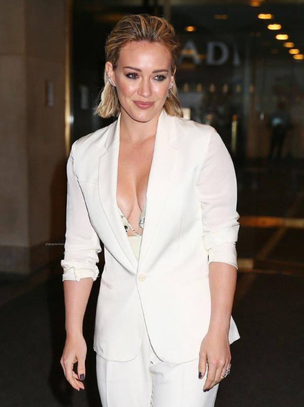 Hilary Duff Nipple Slip Photos 30