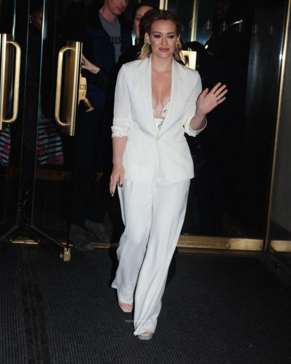Hilary Duff Nipple Slip Photos 32