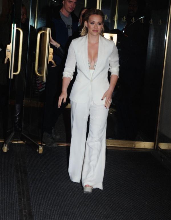 Hilary Duff Nipple Slip Photos 33