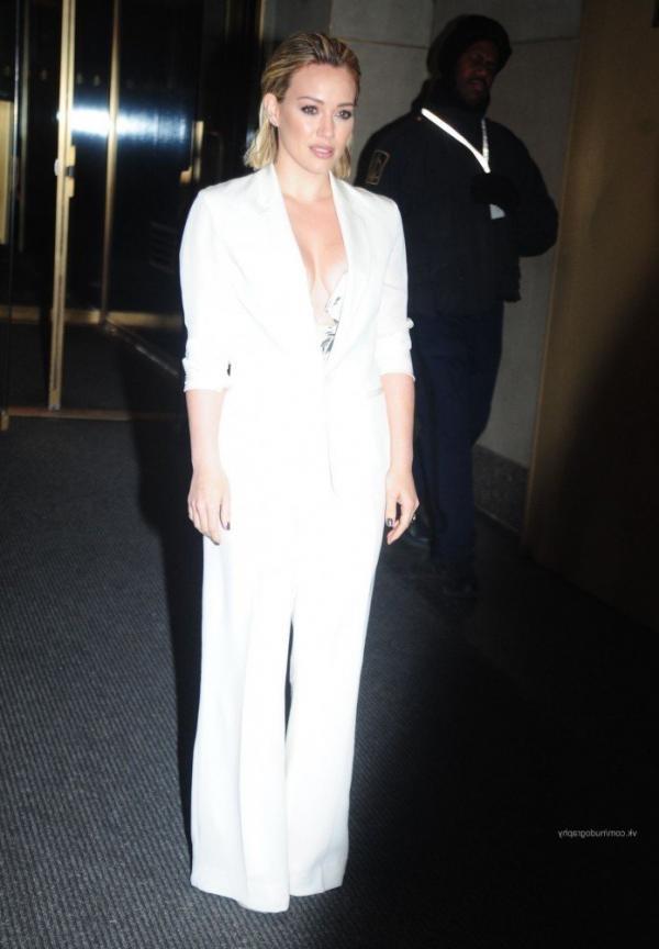 Hilary Duff Nipple Slip Photos 34