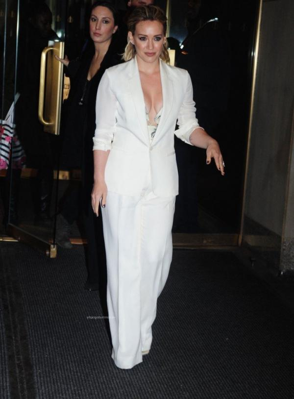 Hilary Duff Nipple Slip Photos 38