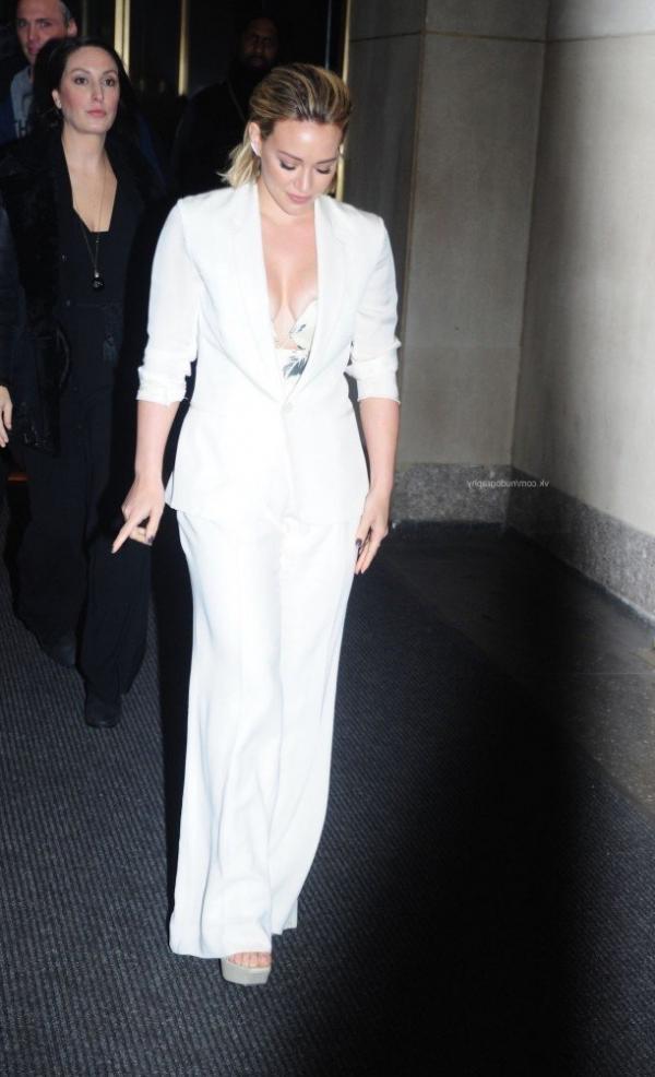 Hilary Duff Nipple Slip Photos 41