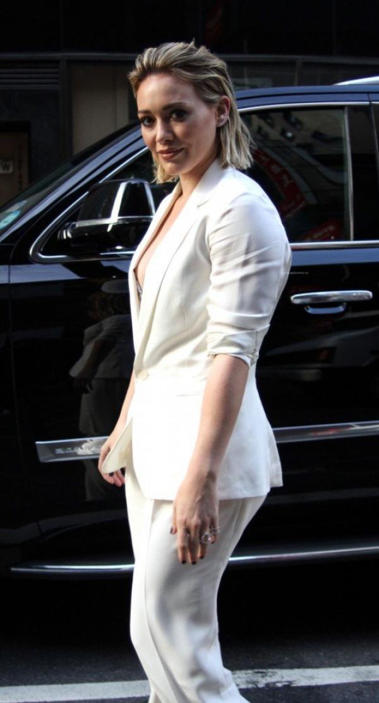 Hilary Duff Nipple Slip Photos 42