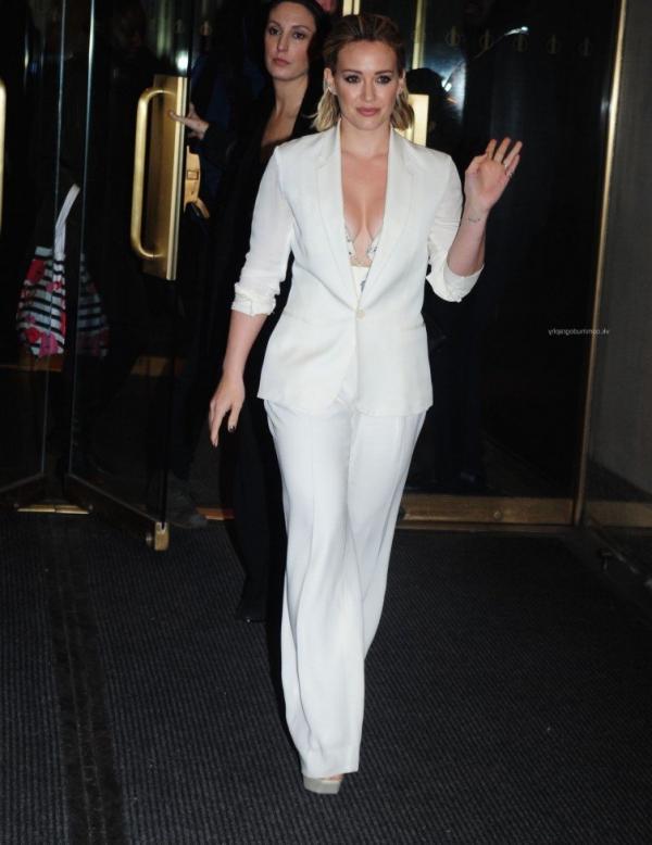 Hilary Duff Nipple Slip Photos 45