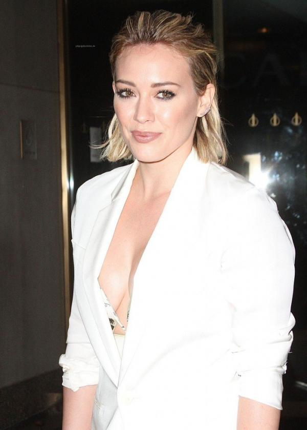 Hilary Duff Nipple Slip Photos 51