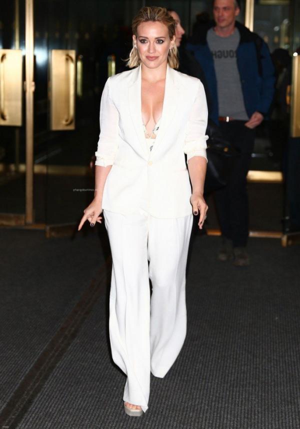 Hilary Duff Nipple Slip Photos 56