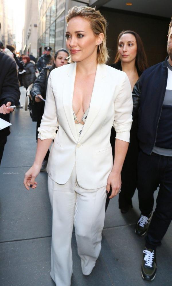Hilary Duff Nipple Slip Photos 58