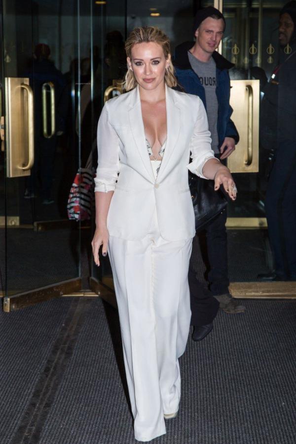 Hilary Duff Nipple Slip Photos 64