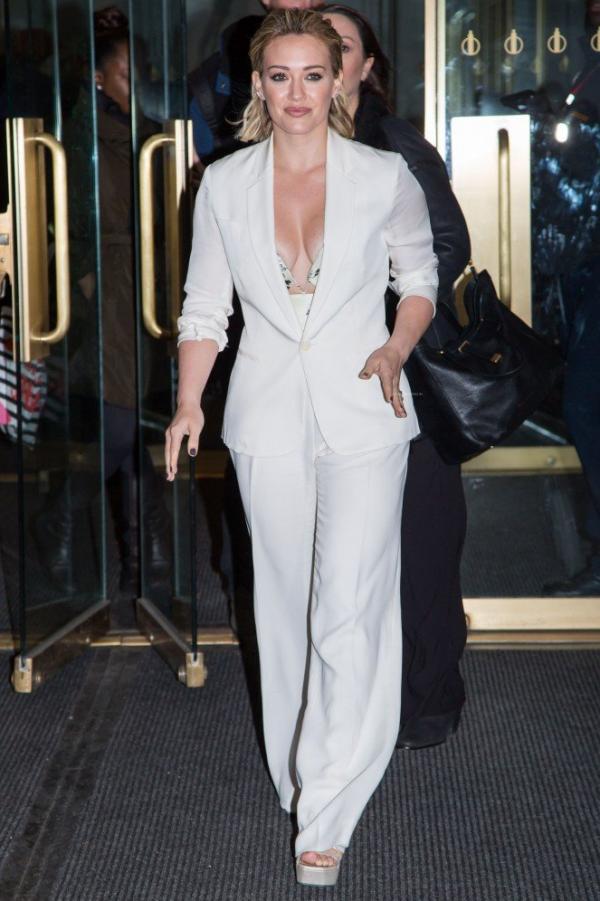 Hilary Duff Nipple Slip Photos 65