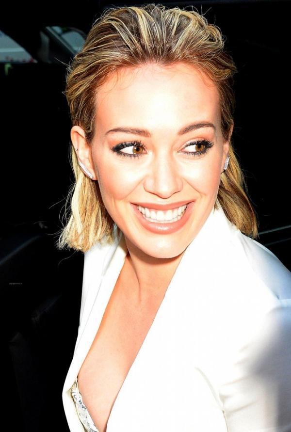 Hilary Duff Nipple Slip Photos 7