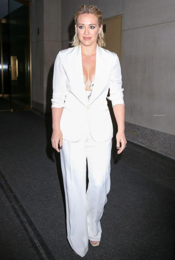 Hilary Duff Nipple Slip Photos 71