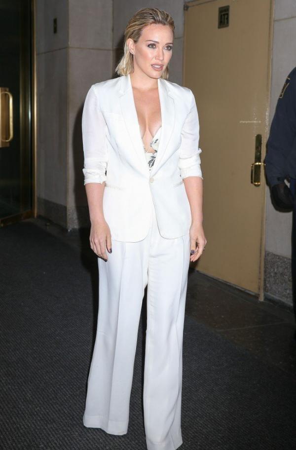 Hilary Duff Nipple Slip Photos 73