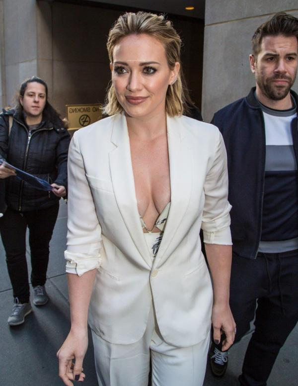 Hilary Duff Nipple Slip Photos 85