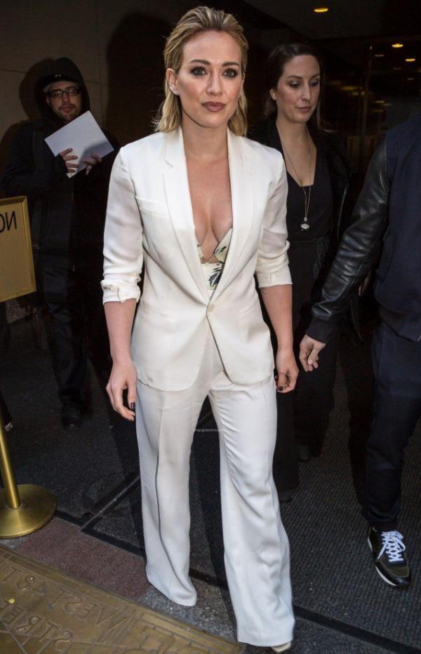 Hilary Duff Nipple Slip Photos 87