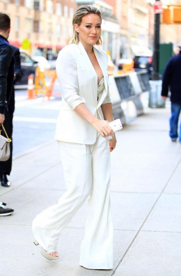 Hilary Duff Nipple Slip Photos 9