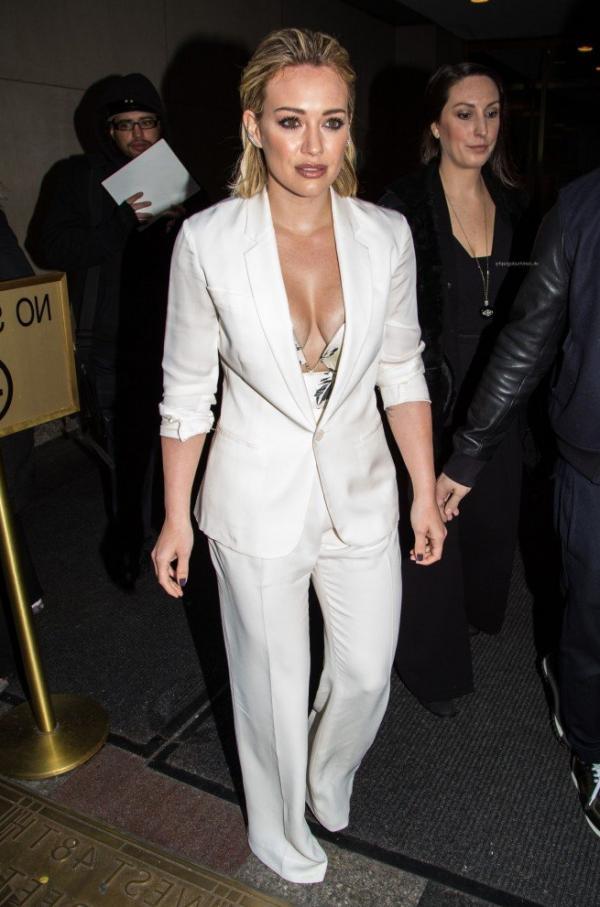Hilary Duff Nipple Slip Photos 91
