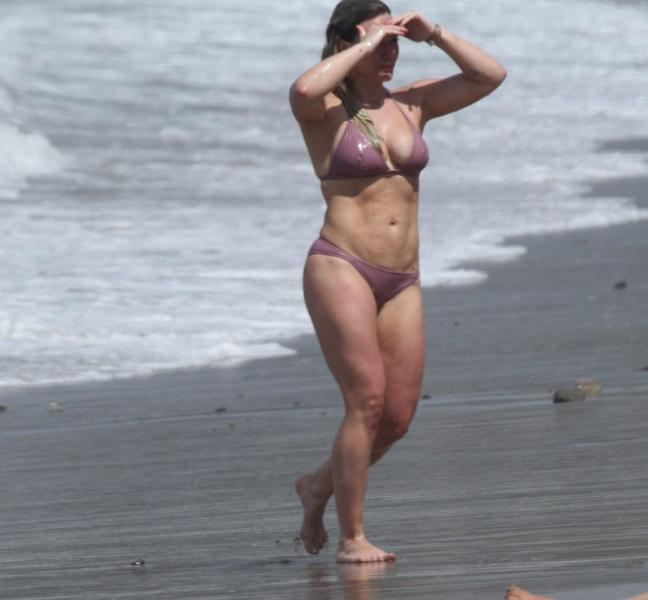 Hilary Duff Sexy Photos 14