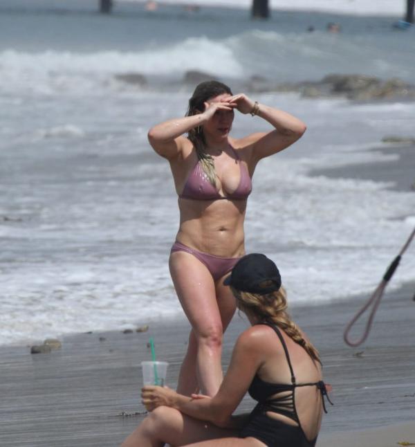 Hilary Duff Sexy Photos 15