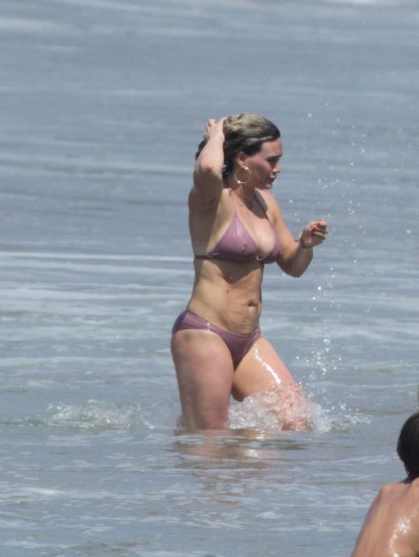 Hilary Duff Sexy Photos 16