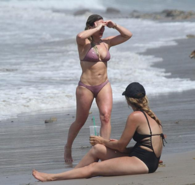 Hilary Duff Sexy Photos 21