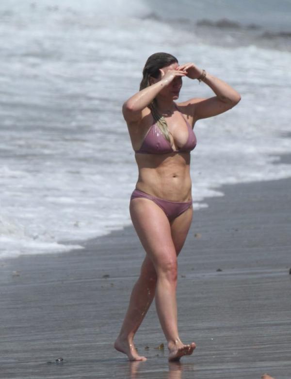 Hilary Duff Sexy Photos 22