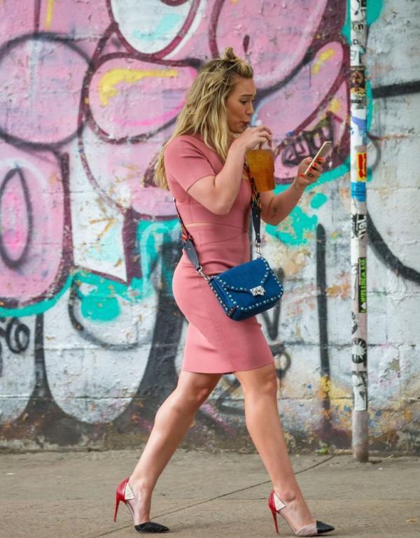 Hilary Duff Sexy Pics 54