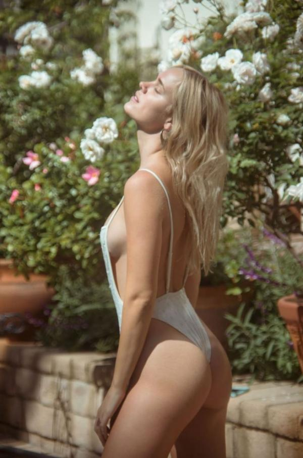 Holly Graves Sexy Topless Photos 6