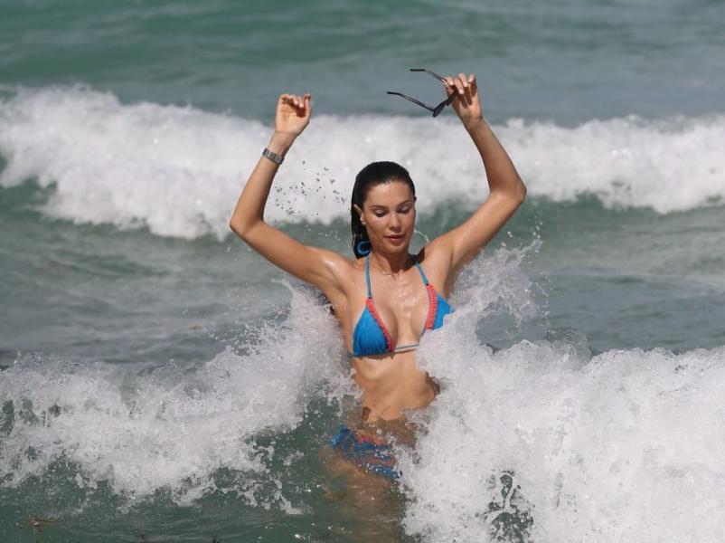 Julia Pereira Sexy Photos 43