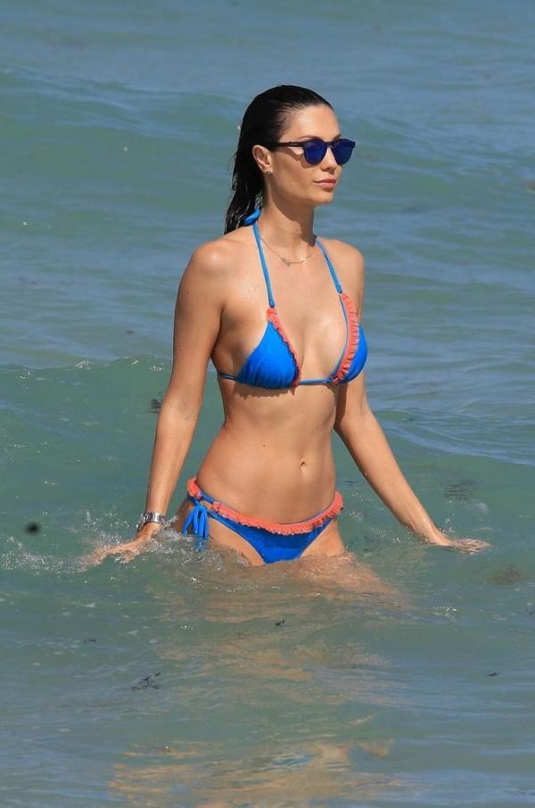 Julia Pereira beach