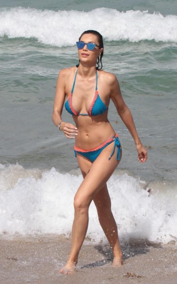 Julia Pereira Sexy Photos 57