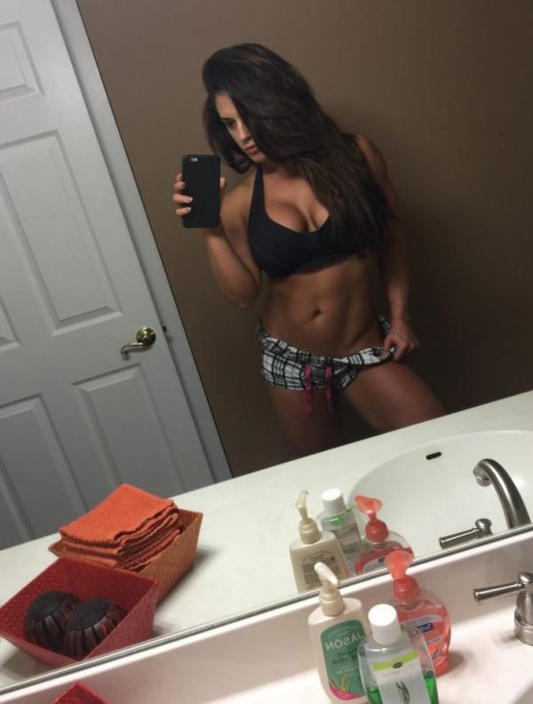 Kaitlyn WWE Leaked Pics 22