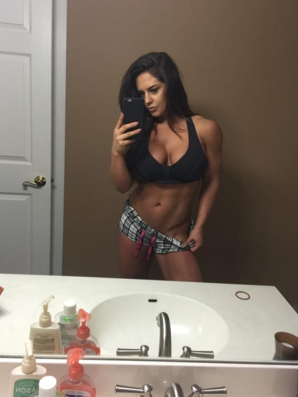 Kaitlyn WWE Leaked Pics 25