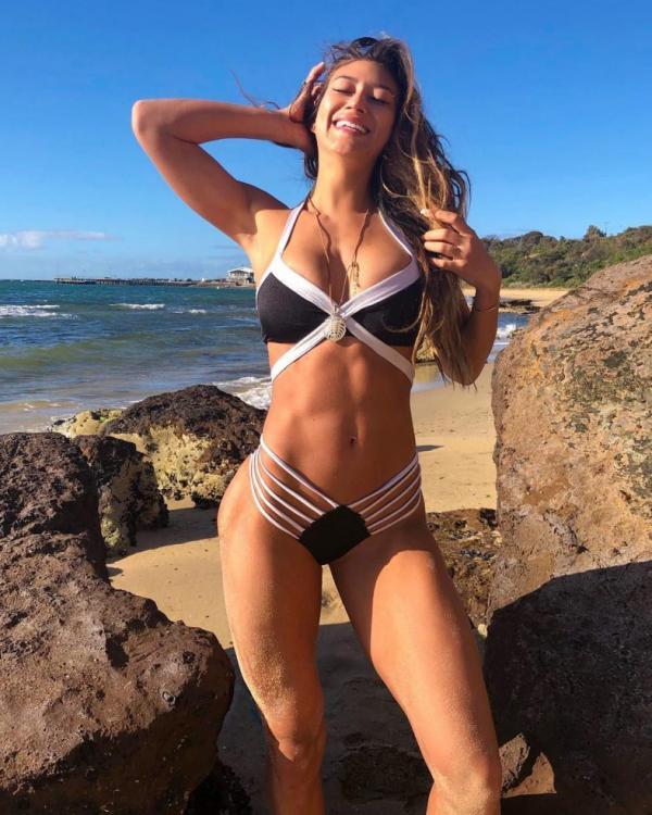 Karina Elle Sexy Photos 15