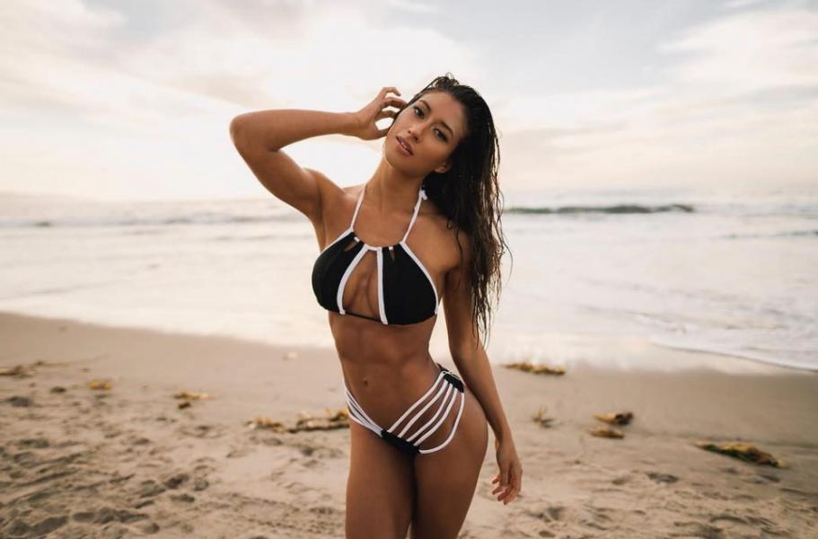 Karina Elle Sexy Photos 41