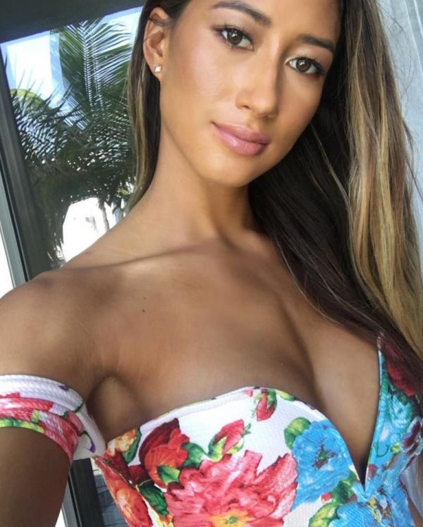 Karina Elle Sexy Photos 55