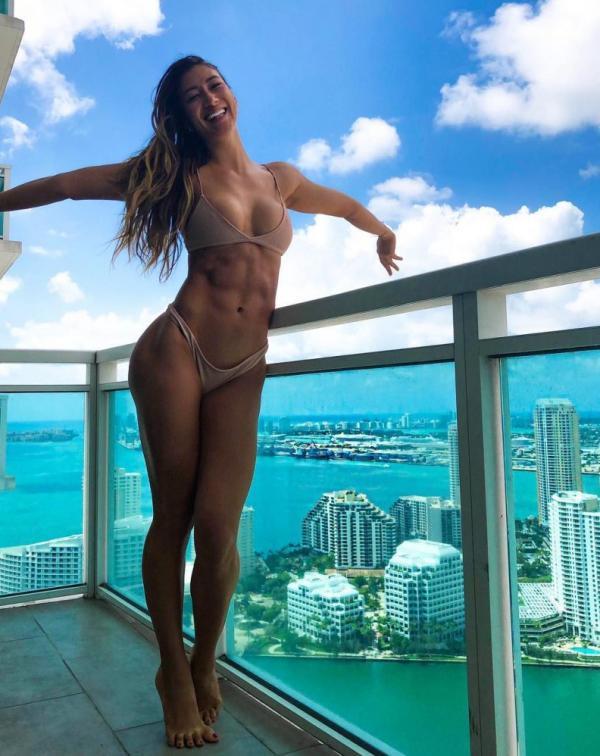 Karina Elle Sexy Photos 8